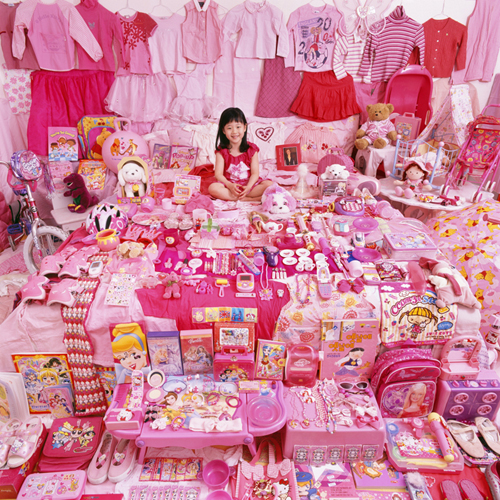 jiwoo-and-her-pink-things_m.jpg